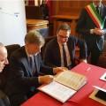 La firma dell'accordo per la Ferrovia delle Dolomiti - Foto Provincia Bolzano