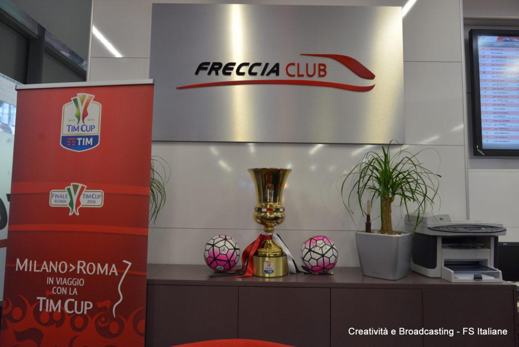 La Tim Cup esposta nel FrecciaClub di Roma Termini - Foto Ferrovie dello Stato Italiane