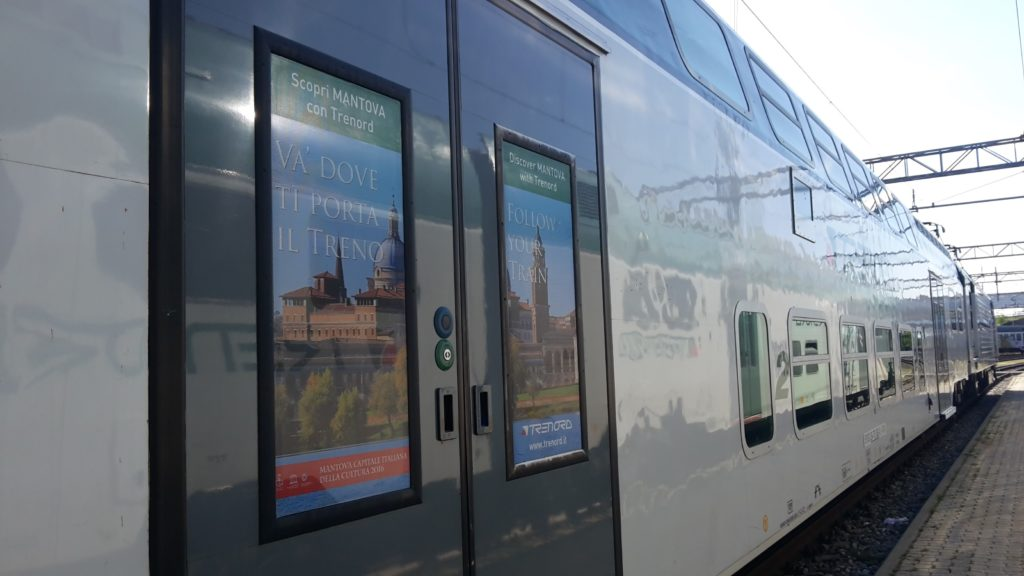 "Vivalto Trenord con vetrofanie ""Va dove ti porta il treno"" - Foto Trenord"