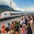 Il treno inaugurale in transito al portale di Erstfeld - Foto FFS/SBB