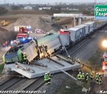 Treno merci di BLS Cargo urta un ponte a sud di Auggen: un morto e diversi feriti