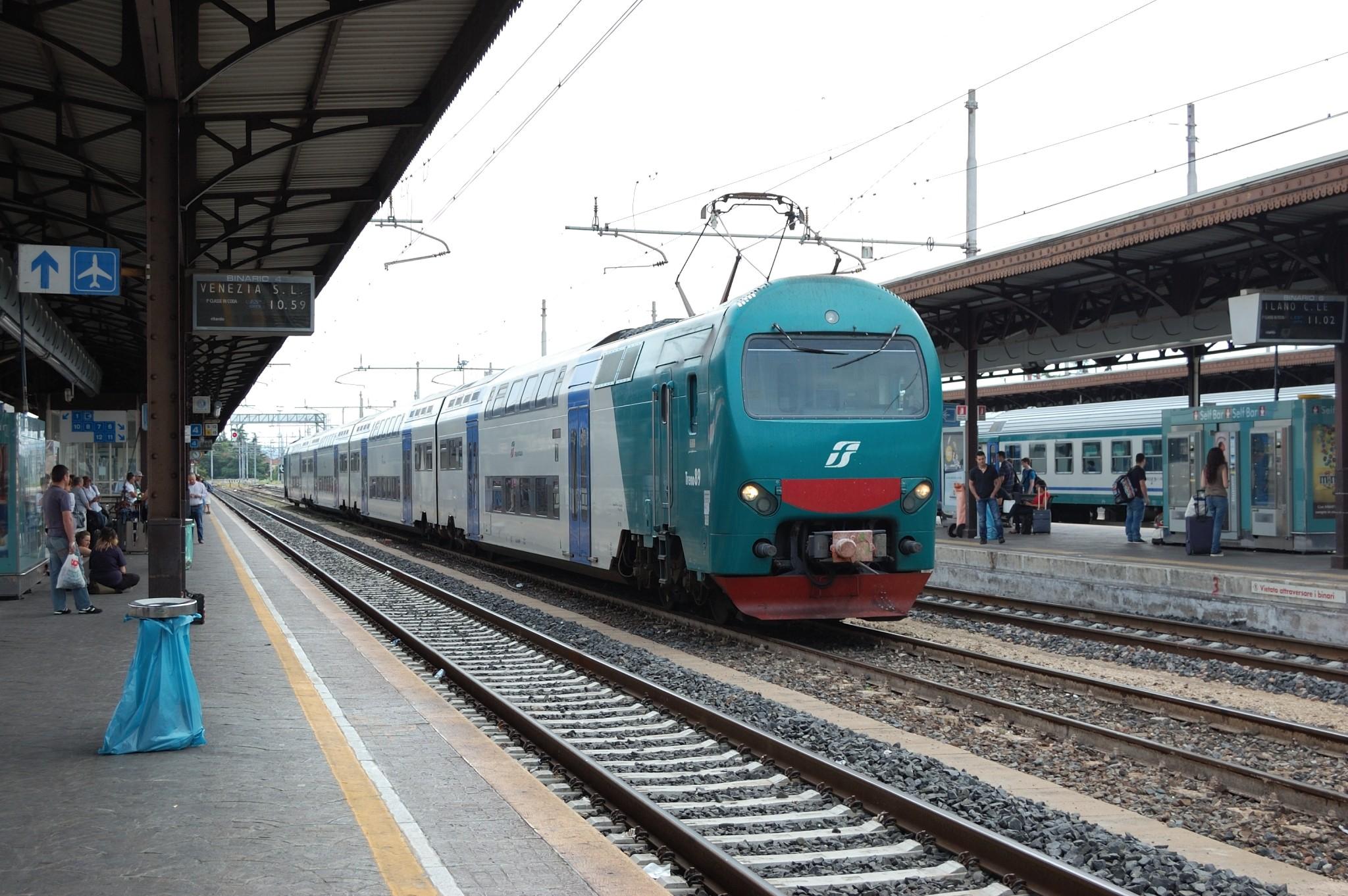 Taf in sosta a Verona Porta Nuova - Foto Giovanni Pighini