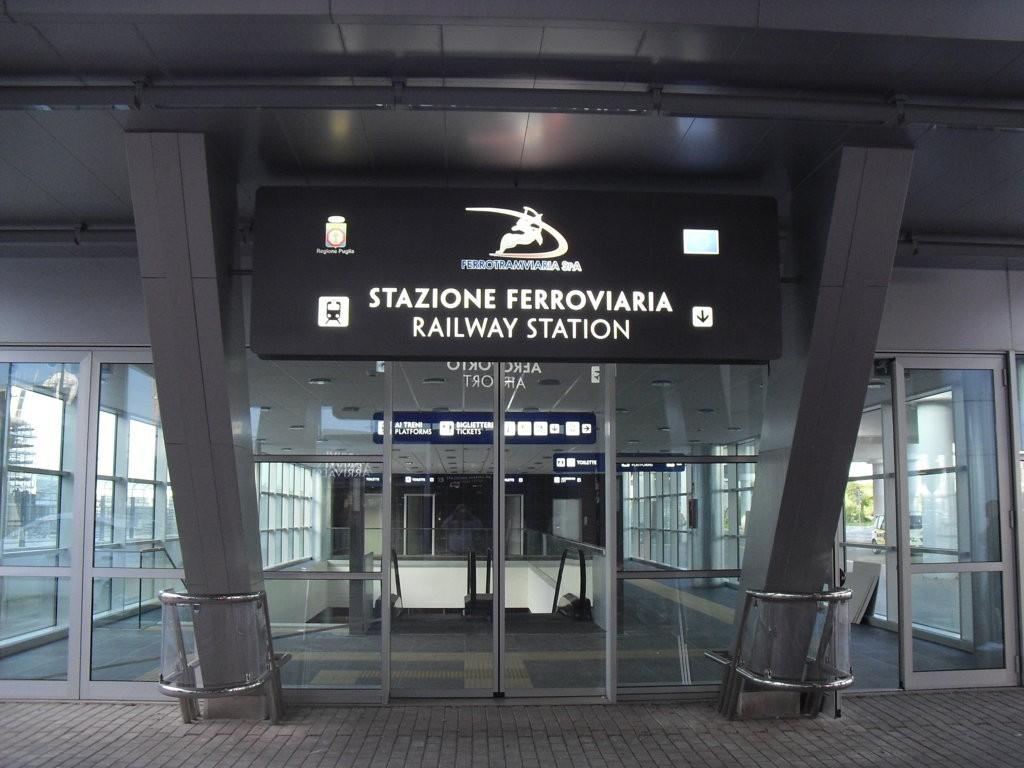 Aeroporto Bari : Parcheggio in strada provinciale a bari parclick