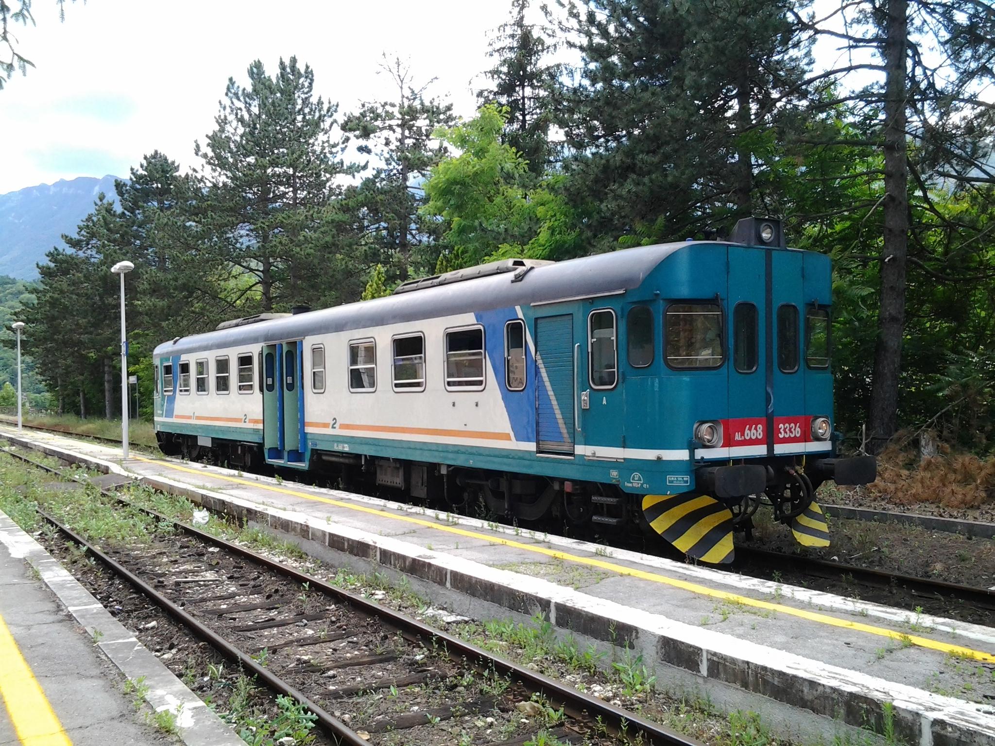 Aln668 in servizio sulla Roccasecca-Avezzano - Foto Giovanni Giglio