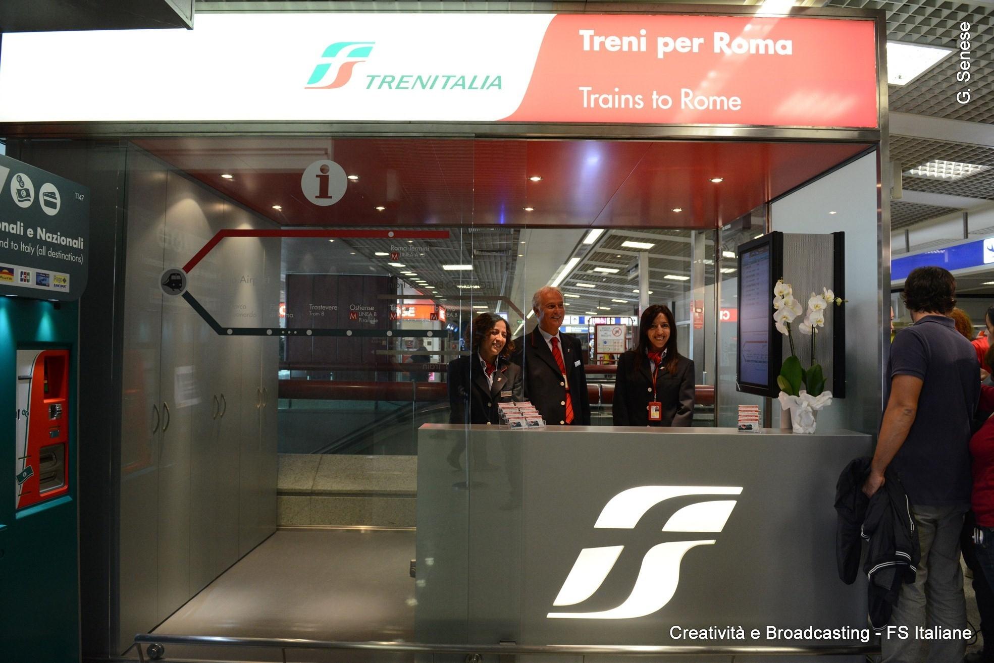 Infopoint Trenitalia presso il terminal T3 dell'aeroporto di Roma Fiumicino - Foto FSI
