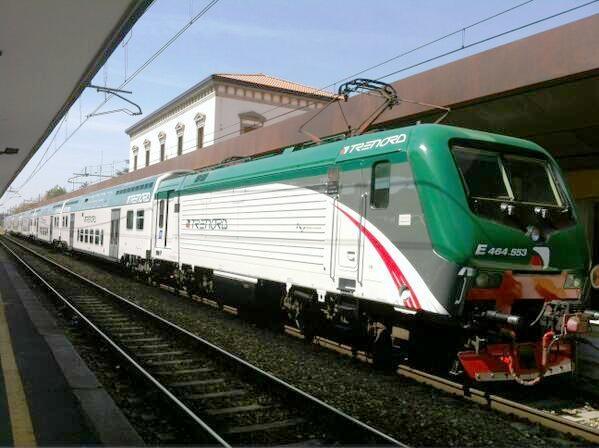Il nuovo Vivalto di Trenord in servizio sulla Milano-Bergamo, titolare del treno la locomotiva E464.553 - Foto Trenord