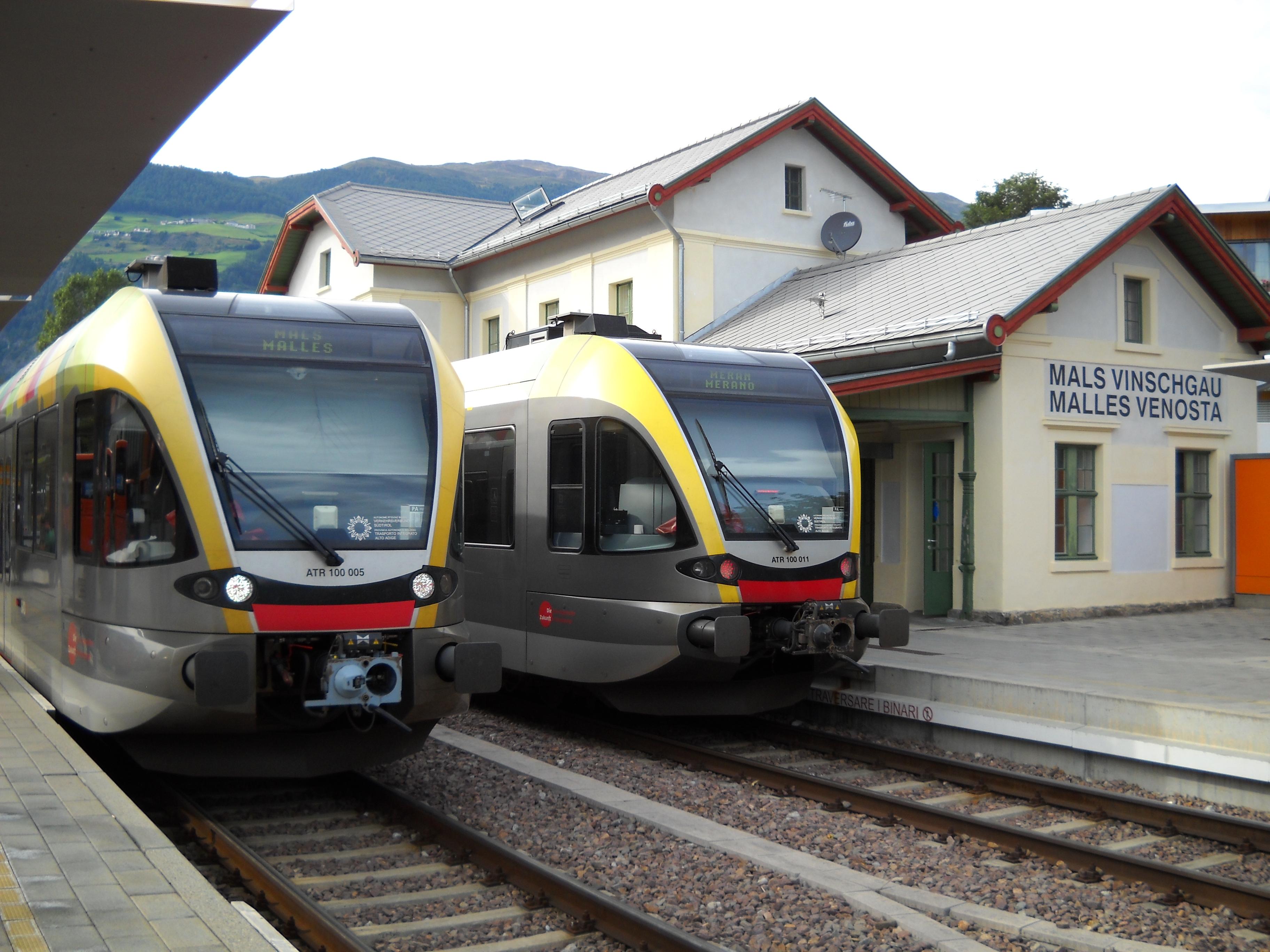 Un moderno Gtw Atr100 in sosta nella stazione capolinea di Malles - Foto Giovanni Giglio