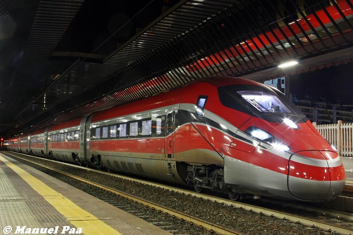 L'Etr400 n.2 Frecciarossa1000 a Milano Rogoredo pronto ad iniziare i test notturni lungo la linea AV MIlano-Bologna - Foto Manuel Paa (Trenomania.org)