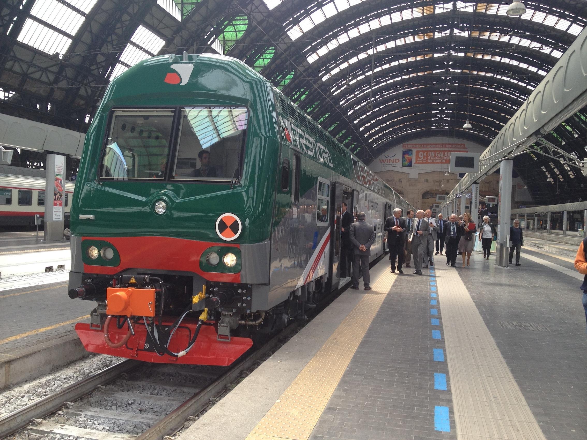 Il terzo treno Vivalto di Trenord a Milano Centrale in partenza per Brescia e Verona - Foto Trenord
