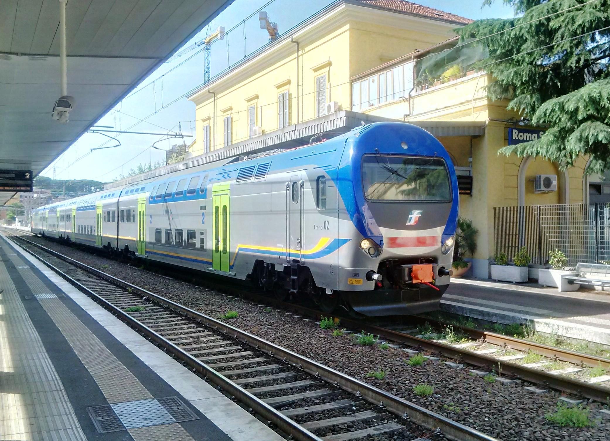 Il Taf 02 nella nuova livrea regionale di Trenitalia a Roma in servizio sulla Fl3 - Foto Giovanni Giglio