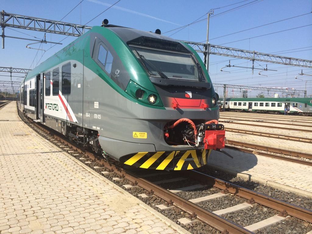 Il Coradia di Trenord dal 29 settembre farà servizio sui collegamenti tra Milano e la Valtellina - Foto Trenord