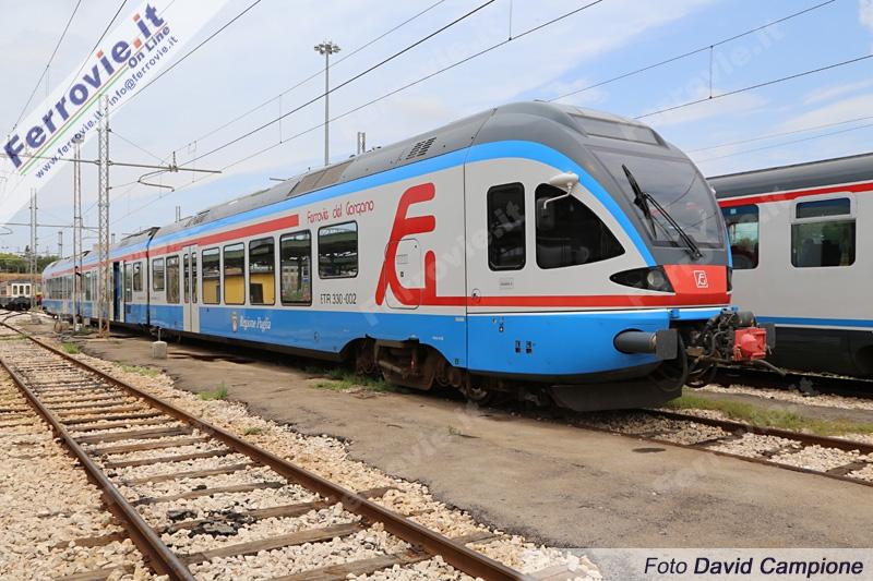 I moderti Flirt ETR330 delle Ferrovie del Gargano in servizio tra Apricena e Foggia - Foto David Campione/Gentile concessione di Ferrovie.it