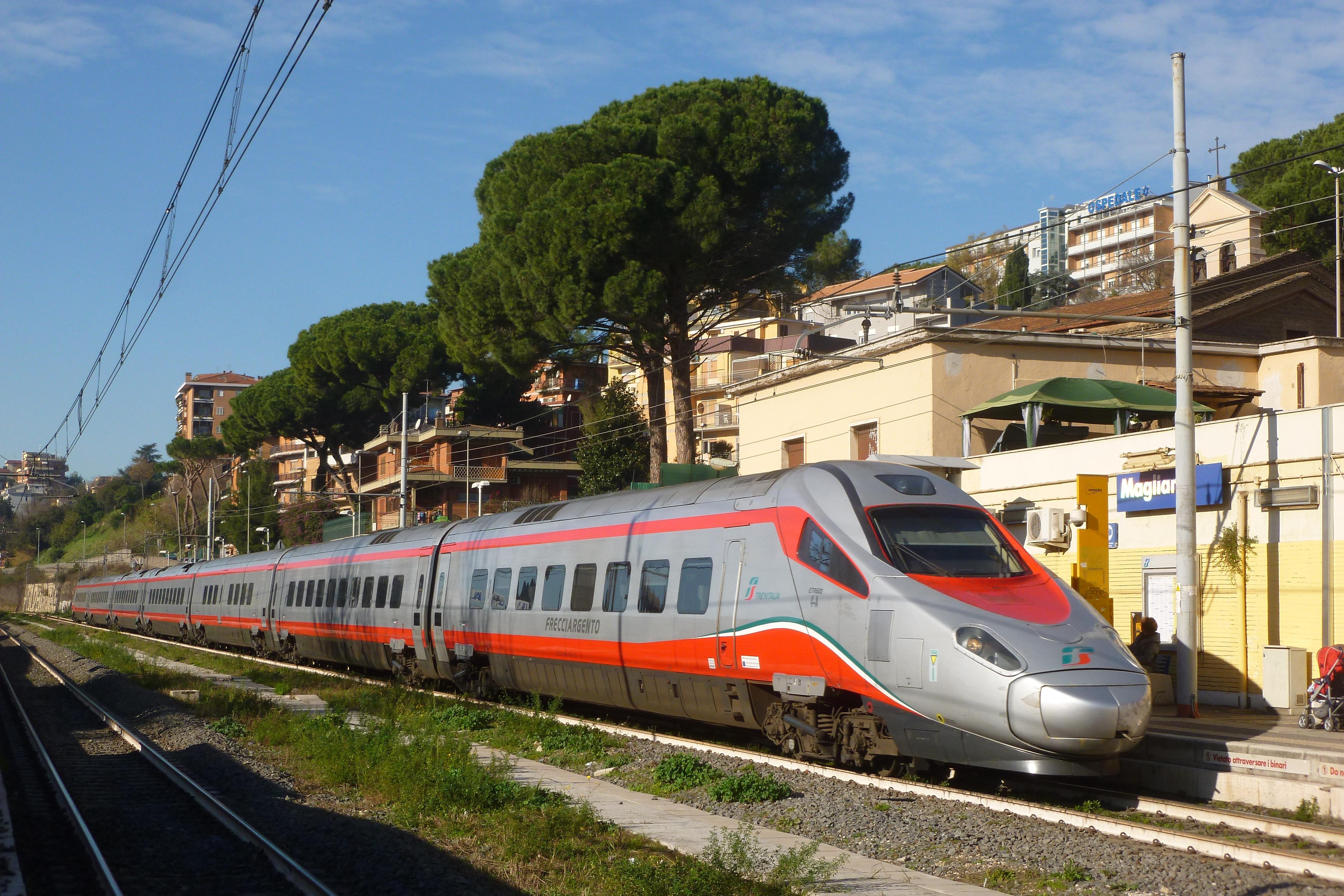 Il FrecciArgento Fiumicino-Roma-Venezia in transito a Magliana - Foto Giuseppe Mondelli
