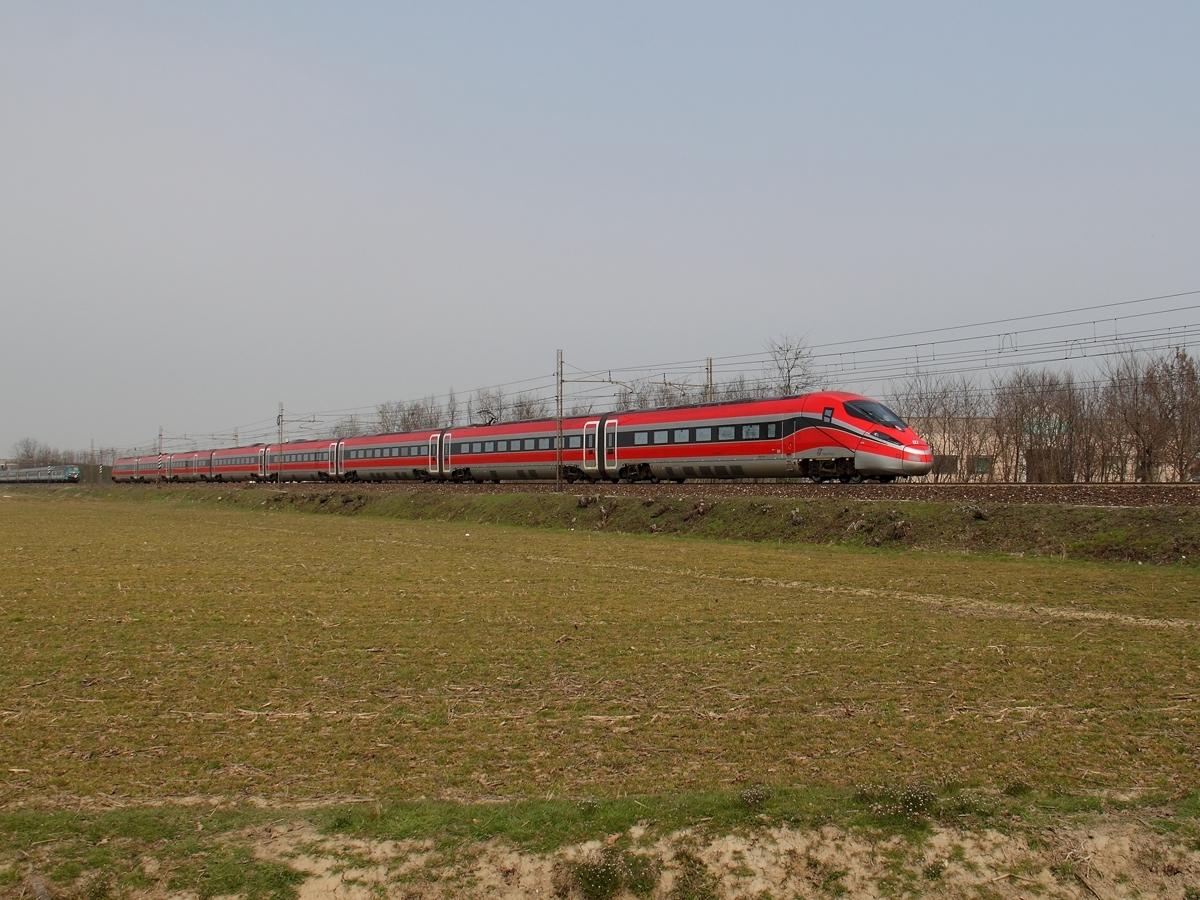 Il treno 03 dell'Etr400 Frecciarossa1000 di Trenitalia in trasferimento verso Milano - Foto Ferdinando Ferrari