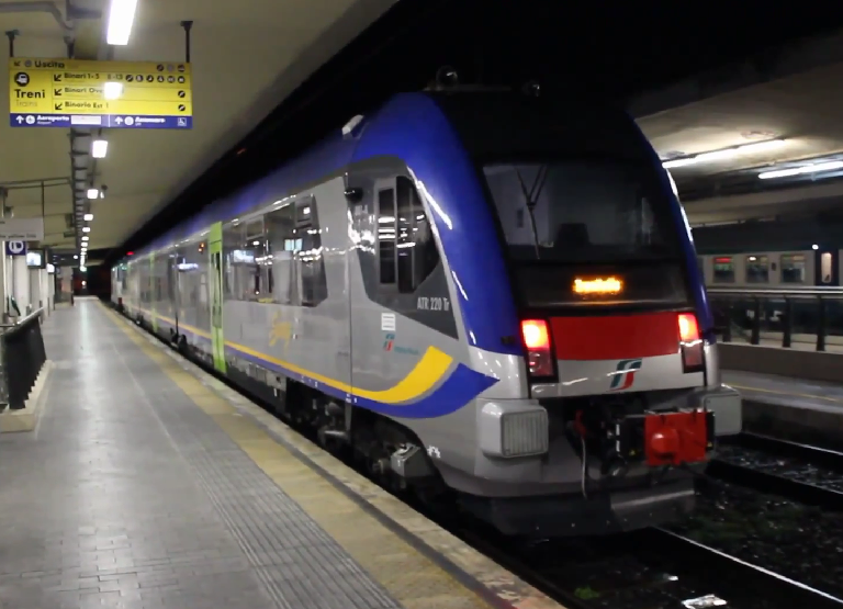 Atr220 Swing di Trenitalia a Pisa - Foto Cristian Giovangiacomo