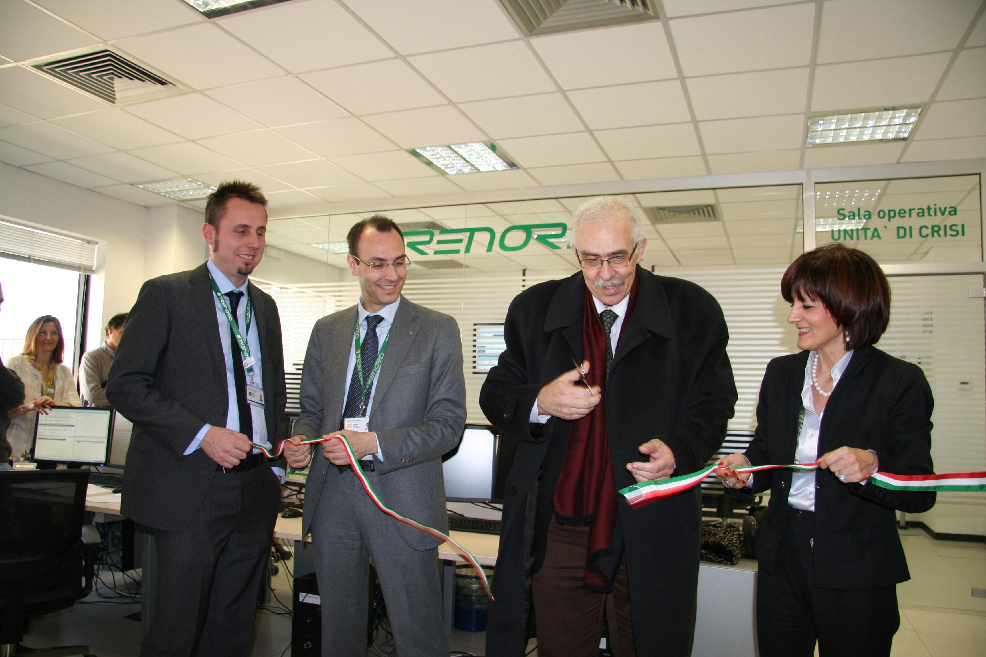 Da sinistra: Nicola Ruggieri responsabile Sala Operativa, Alberto Minoia direttore operativo di Trenord, Amedeo Gargiulo direttore dell' Agenzia Nazionale della Sicurezza Ferroviaria (ANSF) e Cinzia Farisé amministratore delegato di Trenord - Foto Trenord