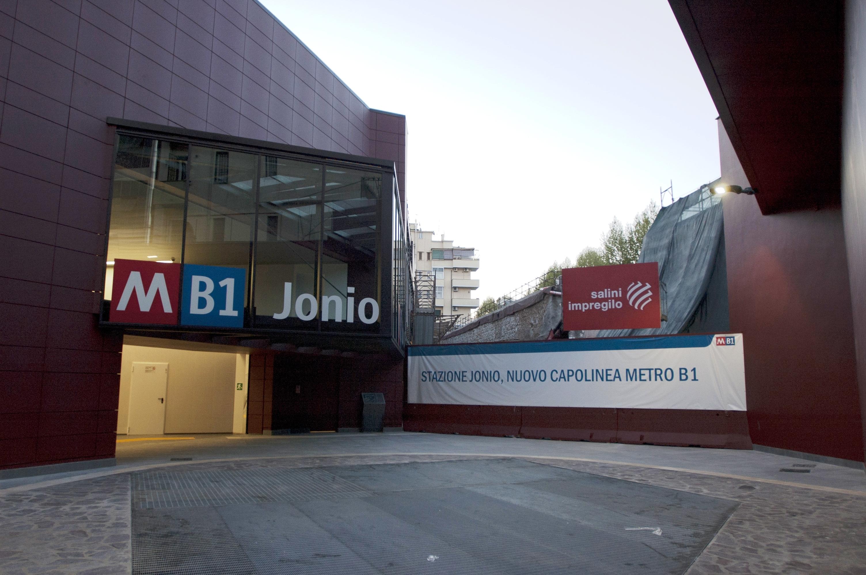 L'ingresso della stazione Jonio, nuovo capolinea della metro B1 - Foto Edoardo Franchi