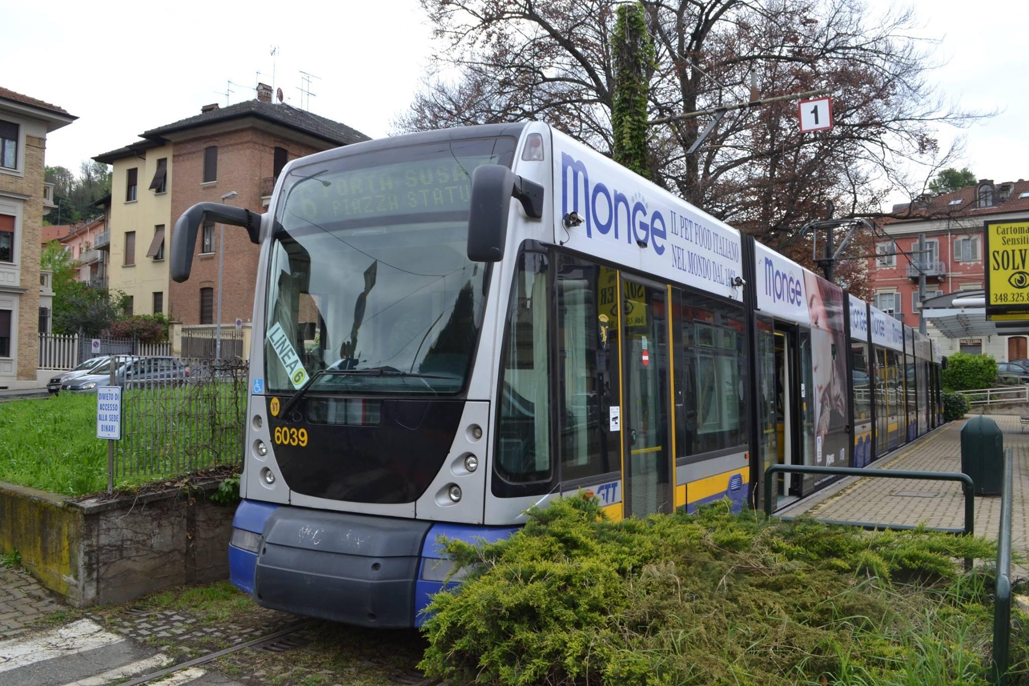 La nuova linea tram 6 di Torino al capolinea di piazza Hermada - Foto Alessandro Frola