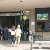 Stazione inferiore della funicolare di Bergamo con i nuovi monitor informativi - Foto ATB