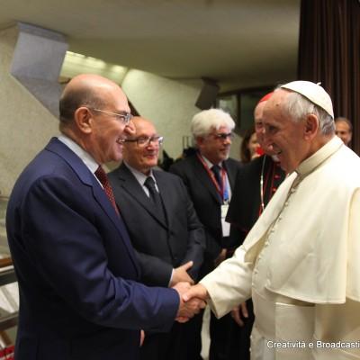 Papa Francesco e l'Ad del Gruppo Ferrovie dello Stato Michele Elia - Foto Ferrovie dello Stato Italiane