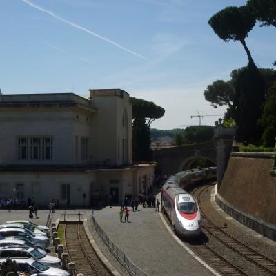 Panoramica della Stazione Vaticana con il FrecciArgento in sosta - Foto Giuseppe Mondelli