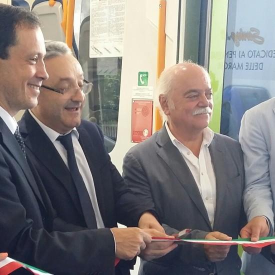 Taglio del nastro del nuovo Atr220 Swing della Regione Marche - Foto Gruppo Fs Italiane