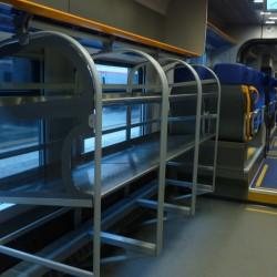 Le ampie bagagliere a disposizione per i viaggiatori - Foto Giuseppe Mondelli