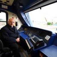 Il presidente De Luca alla guida del treno Alfa 2 - Foto Regione Campania/Massimo Pica