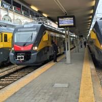 I tre nuovi convogli ETR425 Civity in stazione a Bari - Foto Ferrotramviaria