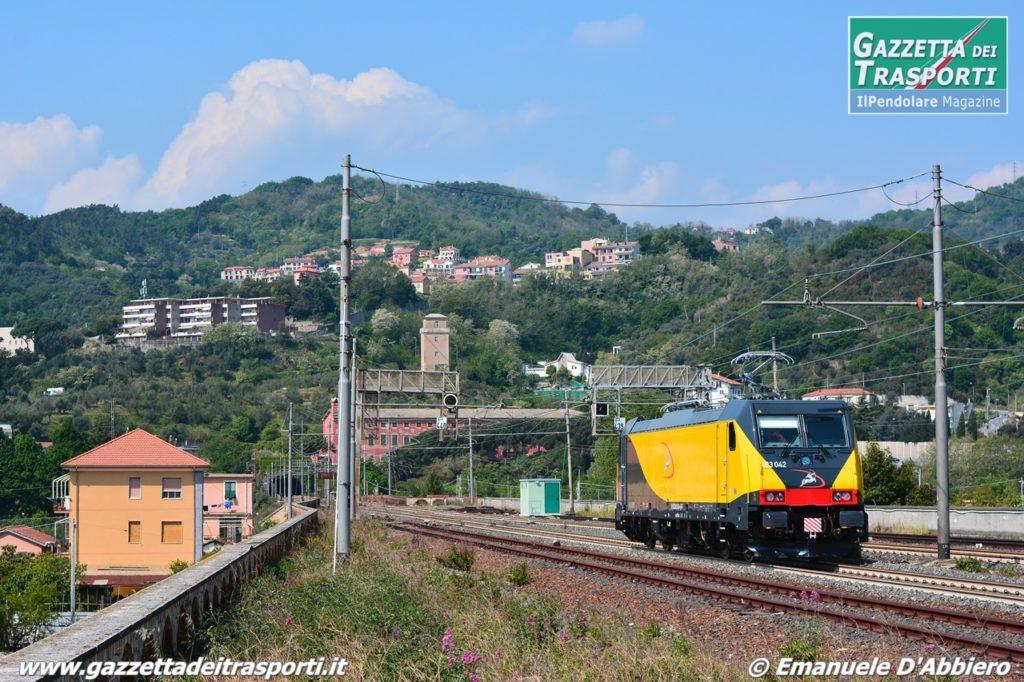 E483.042 di Ferrotramviaria in corsa prova ad Albisola - Foto Emanuele D'Abbiero